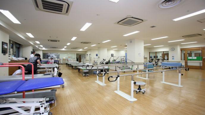病院のリハビリテーションルーム